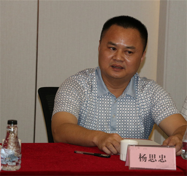 郭建导驻会会长听完李永生和杨思忠董事长的发展状况说道,为加强图片